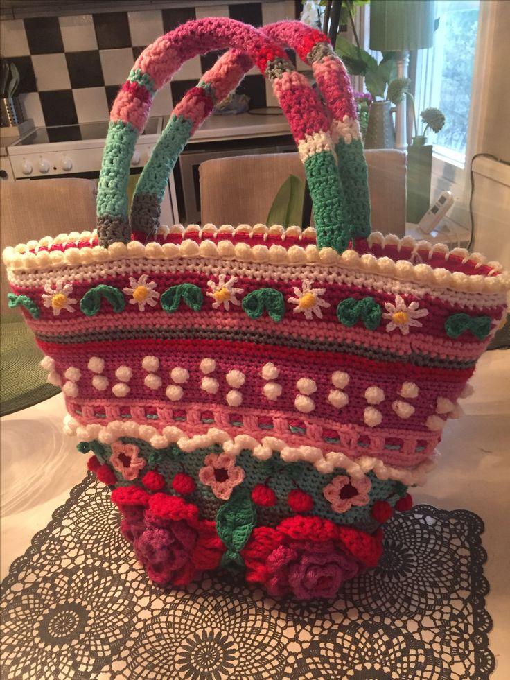 Crochet beachbag made by left over yarn.