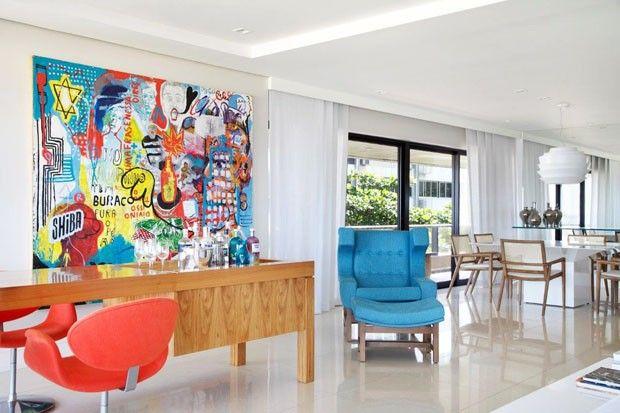 """""""  O décor do espaço, que passou por uma remodelação completa, ficou a cargo das arquitetas Roberta Moura, Paula Faria e Luciana Mambrini.""""  Foto: MCA Estúdio/Divulgação)"""