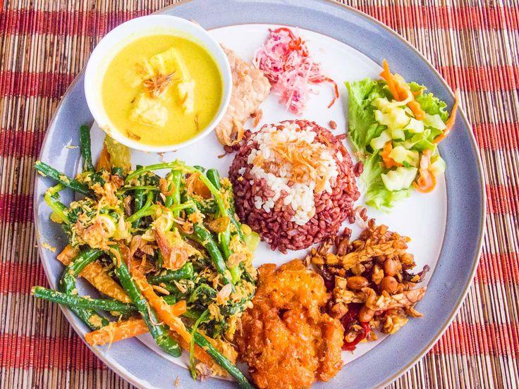 Ubud vegetarian restaurants: Sari Organik vegetarian nasi campur
