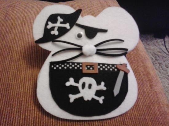 ratoncito perez pirata blanco  fieltro y goma eva artesanal