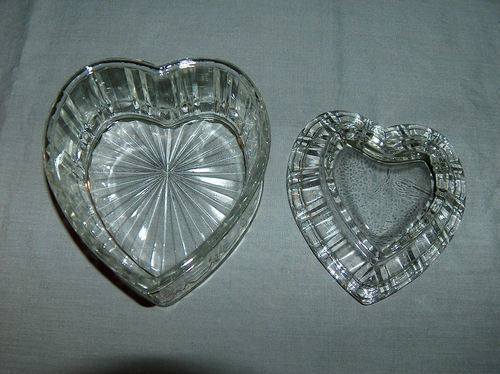 Vintage large heart shaped clear glass trinket candy or for Heart shaped jewelry dish