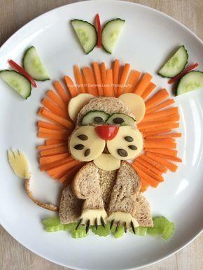 Lion : pain de mie, concombre, carottes et tranches de fromage