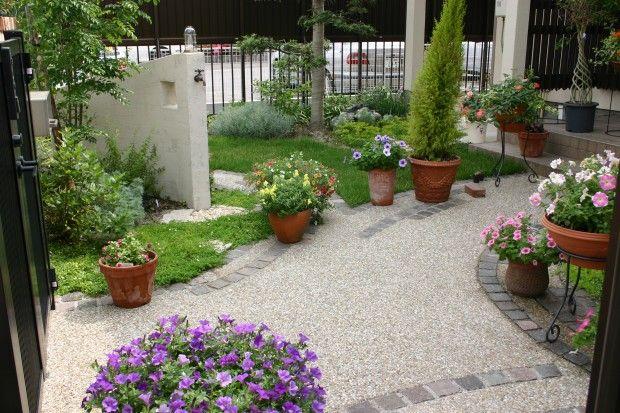 リズミカルなピンコロの並びとコンクリートの洗い出しのアプローチ1