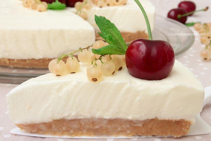 La Torta Fredda allo Yogurt è un dolce davvero delizioso che non necessita di cottura e si prepara in pochissimo tempo e con pochi ingredienti, è deliziosa!