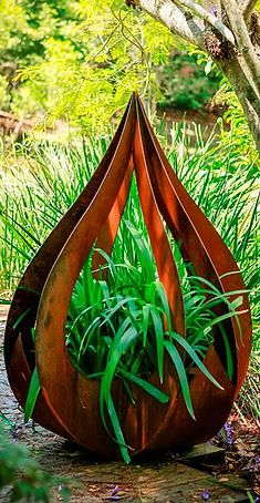 Garden Art Ideas create a garden vignette with trash day finds here we have a homemade wooden deck Broadcroft Design Creative Metalwork Australia Garden Art