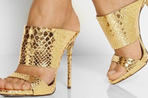 Summer is here, so you need to take care of your nails too. See the inspiration how to make your nails look glamorous in open shoes >>> http://justbestylish.com/13-art-designs-that-will-make-your-feet-look-stylish-in-any-shoes/#1