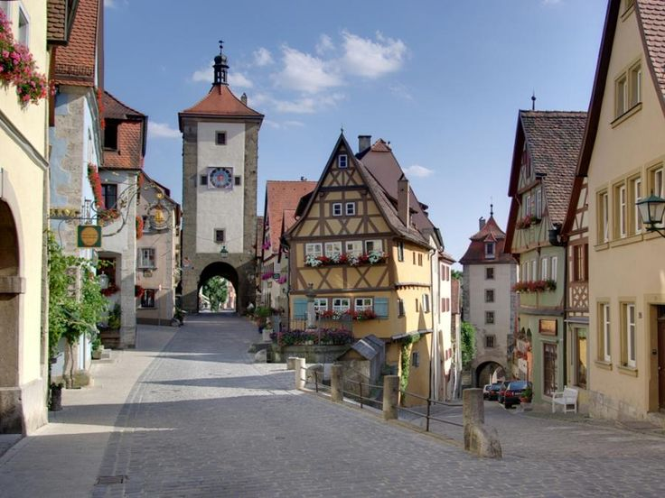Come with us to see the most visited castle of our country: Neuschwanstein and the best-preserved medival town in germany - Rothenburg ob der Tauber with Tourboks!