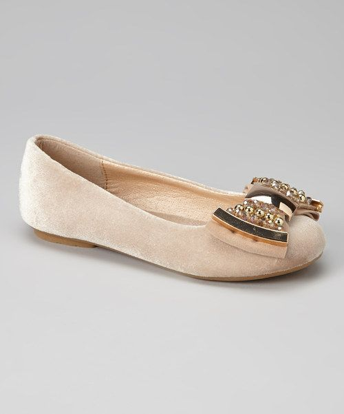 Perfectly polished for every occasion, this dainty pair boasts a ballet-inspired silhouette topped with a gleaming metallic bow.