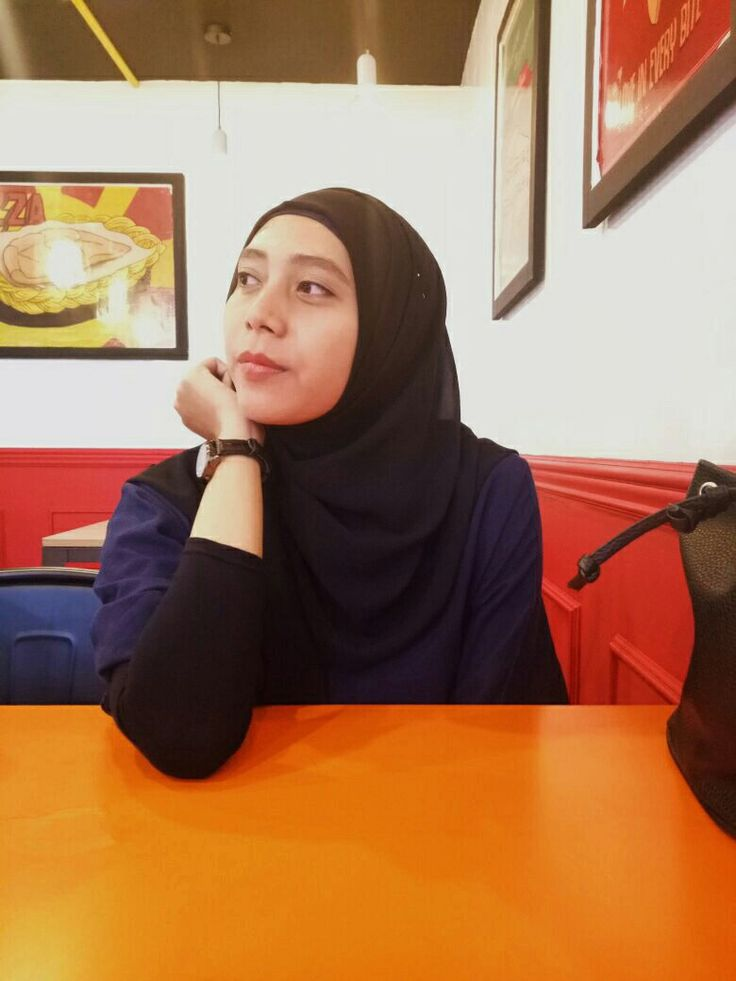 Waiting for pizzaaa~~ 🍕🤗     #hijabi