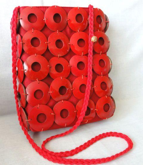 Fantastyczna czerwona torebka z kokosa dla tych co cenią naturę i ekologię.