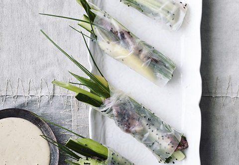Rispapirruller med okse, grøntsager og peanutdip - BO BEDRE Mobil