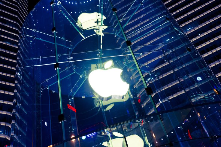Apple store in Shanghai, China… awesome awesome awesome~  Great & enthusiastic staffs too~
