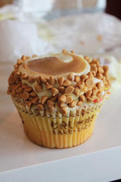 Elvis Cupcake: vanilla cake with with banana cream cheese frosting, topped with peanut butter and peanut butter chips