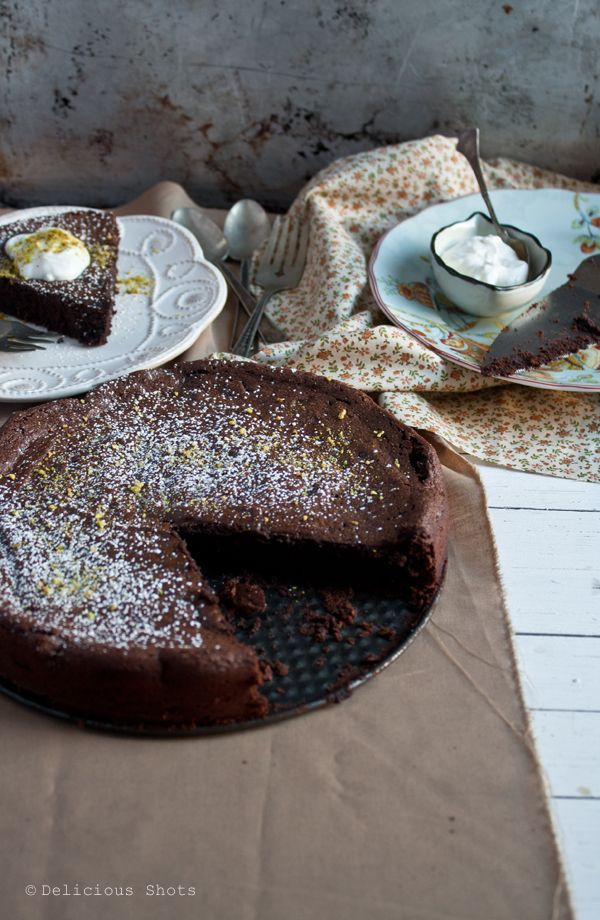 Flour-less Chocolate Cake. #keto & #lowcarb with stevia substitute.  use low carb sweetener