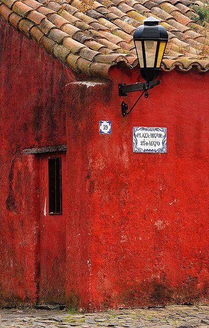 UNESCO World Heritage Site ~ Colonia del Sacramento, Uruguay.  Photo: Sigfrid Lopez via Flickr. Color  vermell