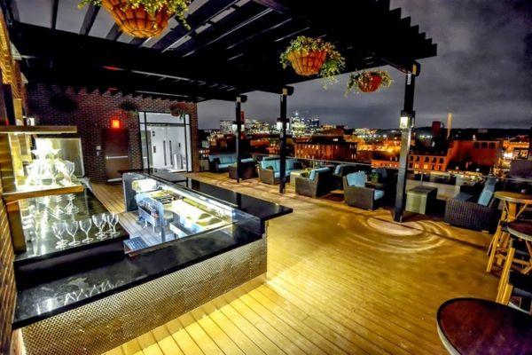 Moderne Terrassengestaltung – 100 Bilder und kreative Einfälle - terrassengestaltung modern bar sessel korbmöbel