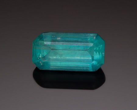 Brucita - es una rara gema - 69 CT. Russia; La brucita es un mineral hidróxido de magnesio, por lo tanto de la clase de los llamados minerales óxidos. Fue descubierto en 1824 y nombrado en honor de Archibald Bruce, un mineralogista estadounidense que fue el primero en describir la especie