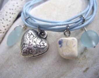 Bracelet  Blü - Bijoux de corde - Multibrins de coton ciré - 4 charms - Tons de bleu pâle et blanc - BRblu02