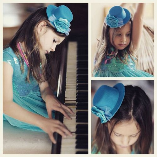 It's time for mini hats! Not only young girls and children love to wear it. #minihats #fascinator