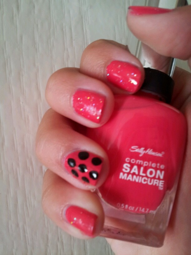 a cute nail design great for the summer!
