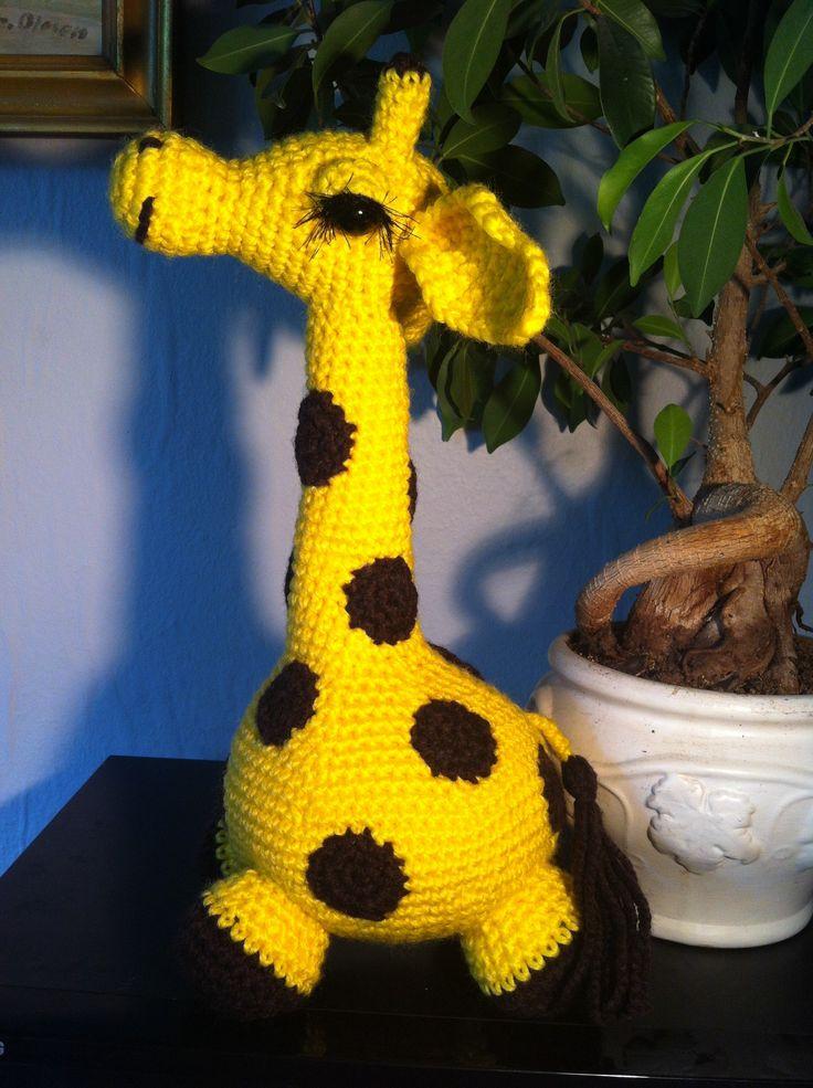 Gitte har lavet denne søde hækleopskrift på Giraffen Gaffe. Den hæklede giraf er et rigtig sjovt projekt, med mange fine detaljer.