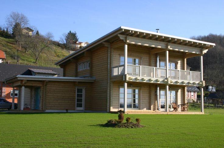 Cette maison en bois d'Ikihirsi offre la lumière et le confort dans un cadre moderne et écologique.