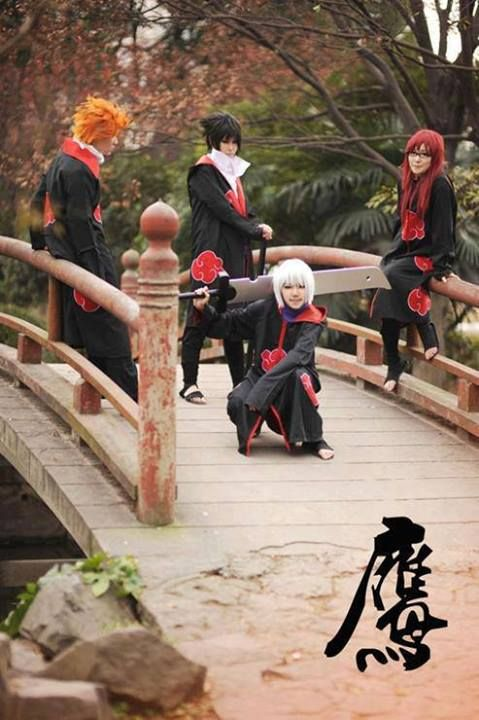 Y R THEY WEARING AKATSUKI COSPLAYS. THATS SASUKE NOT ITACHI <------- because sasuke's group that he put together joined the akatsuki for a period of time