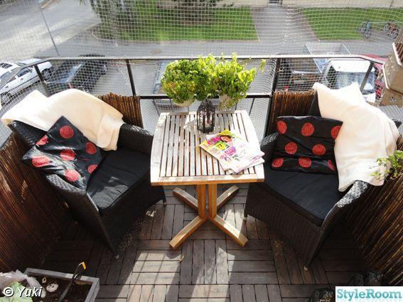 balkong,utmöbler,fåtöljer,bord,kudde,filt,trägolv,inspiration