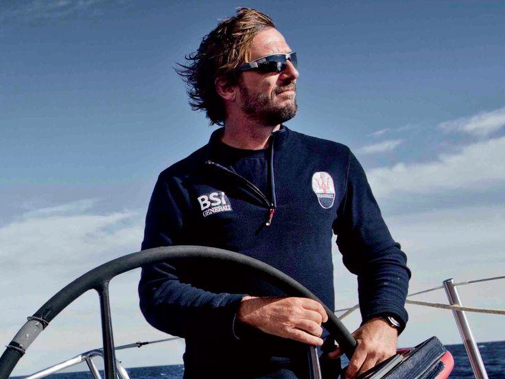 """Giovanni Soldini è un fuoriclasse della vela: da molti considerato il miglior navigatore solitario di tutti i tempi, lo scorso anno ha battuto il record mondiale sulla """"Rotta del Tè"""" (San Francisco - Shangai) in poco meno di 22 giorni! #NeverStandStill"""