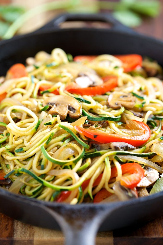 Veggie Fajita Noodles recipe...looks like it would be filling but low calorie by the blog Get Inspired Everyday!