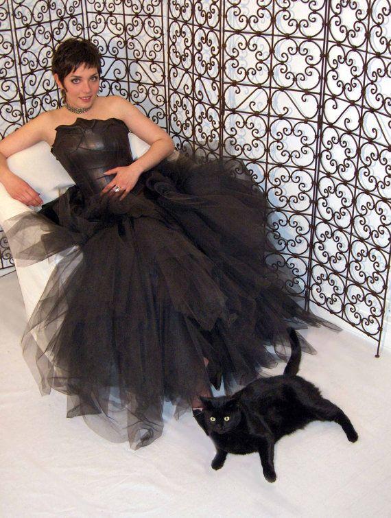 Koningin van de nacht zwart lederen bruiloft jurk door LaurineMasset