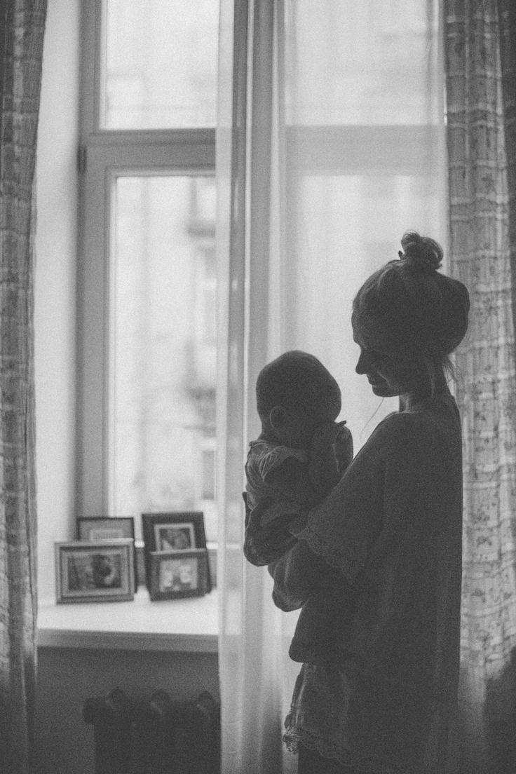 """Deze afbeelding laat zien dat ondanks dat vooral Maria's oudste dochter vaak wenst voor een """"normale moeder"""", zoals Maria dat beschrijft, ze toch ziels veel van haar kinderen blijft houden. Wat er ook gebeurt in hun omgeving."""