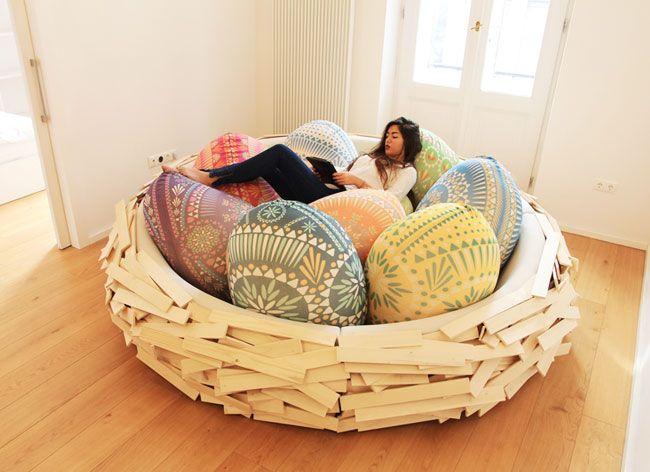 """Il ressemble à un confortable nid géant qu'un oiseau aurait abandonné. Ce douilletincubateur d'idées """"Giant Birdsnest for Creating New Ideas"""" ne manque ni d'originalité, ni de confort.Créateur de nouvelles idées Les designers d'OGE Group ont imaginé ce nid oval"""