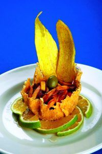 Entrada: Canasta o un tulipán de queso parmesano, con un ceviche de setas y mango.
