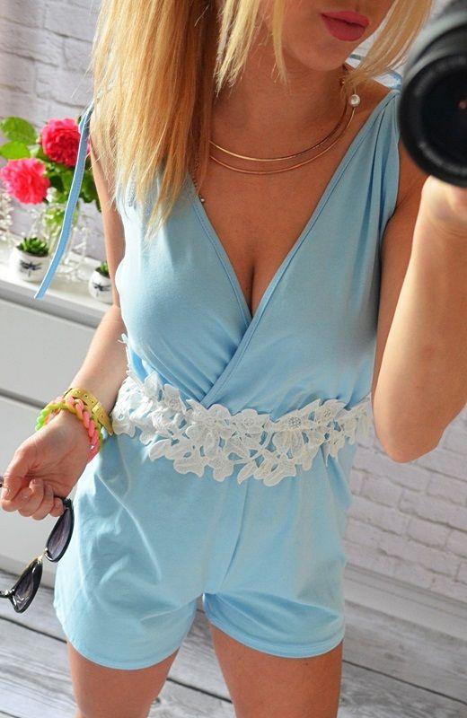 http://voshi-style.pl/kombinezony/10-kombinezon-niebieski-dekolt-sznurki-koronka-w-tali.html