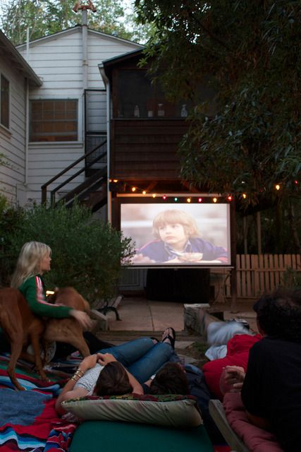 movies outdoors, a must!Backyards Camps, Echo Park, Movie Theater, Dreams House, Outdoor Theater, Backyards Movie, Summer Night, Backyards Cinema, Outdoor Movie Night