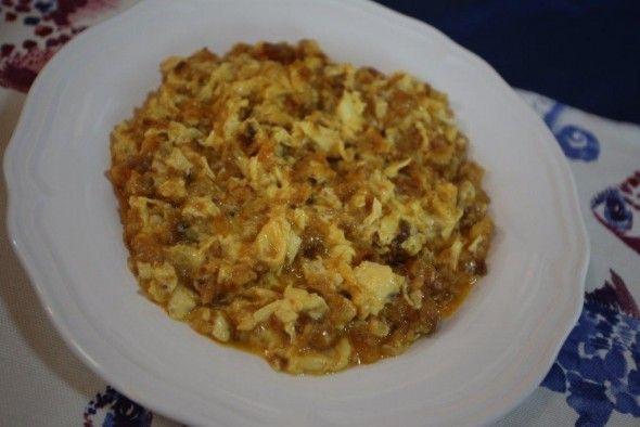 Ovos Mexidos com Farinheira - Faço isto há uns anos, mesmo antes de cair na moda! http://grafe-e-faca.com/pt/receitas/ovos/ovos-mexidos-com-farinheira-e-broa/
