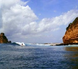 Lombok Surfing: Conquer the Waves of Gerupuk Bay | Lombok Indonesia island tourism. Surfing in Lombok is one of fun and challenging sea activities. If you want to do surfing in Lombok beach, come and visit Gerupuk bay. This area is famous for the flying waves which will pump your adrenaline. As a small island, Lombok has many beautiful beaches and bays, some of them are challenging, and one of them is Gerupuk bay.