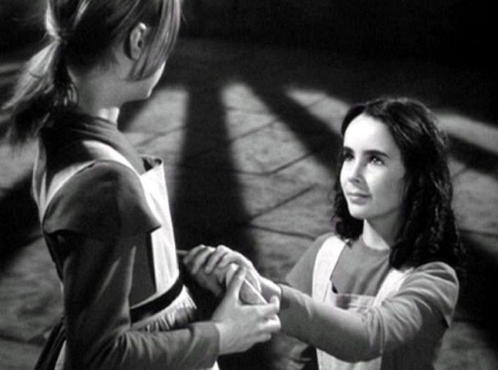 Elizabeth Taylor and Peggy Ann Garner in Jane Eyre (1943)..