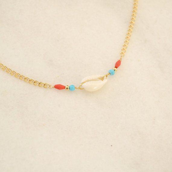 Collier Ethinque Coquillage Cowrie avec perles par NibbanaDesigns