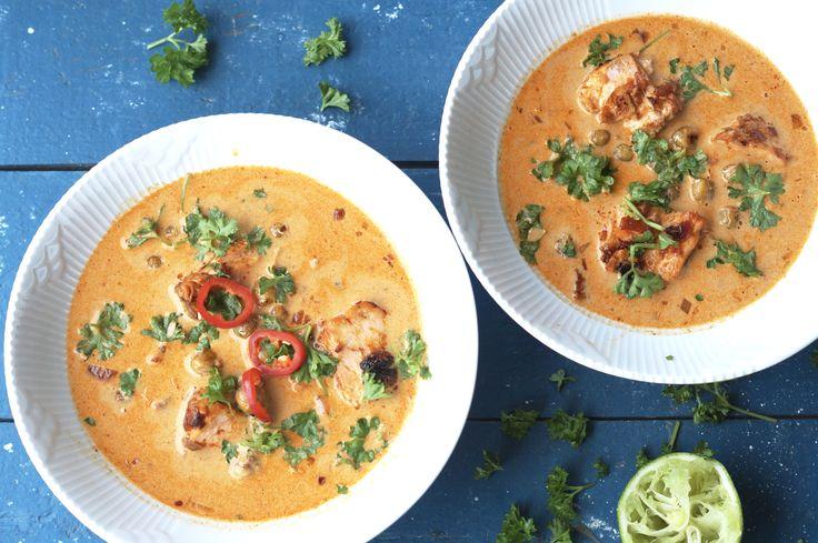 Thaisuppe med bagt laks og ristede kikærter