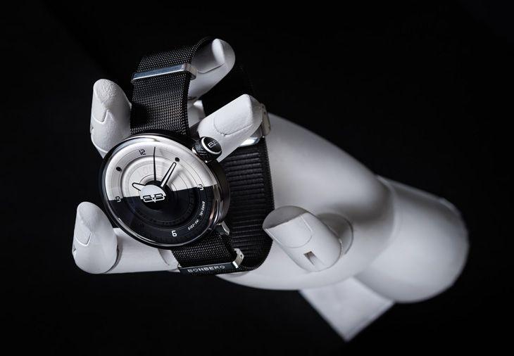 El reloj BB01 es producto del trabajo entre la compañía relojera Bomberg y el diseñador mexicano Anuar Layon. Descubre el concepto detrás de esta pieza.  The post Bomberg & Anuar Layon, la simbiosis perfecta entre el diseño y la relojería appeared first on Bleu&Blanc. Beats Headphones, Over Ear Headphones, Watches For Men, Men's Watches, Lifestyle, Design, Moda Masculina, Unique Watches, Brand Name Watches