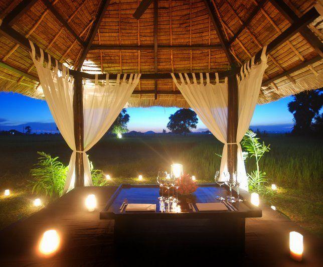 Beau mobilier de jardin pour créer une ambiance romantique // http://www.deco.fr/photo-deco/decoration-ethnique_salon-de-jardin/