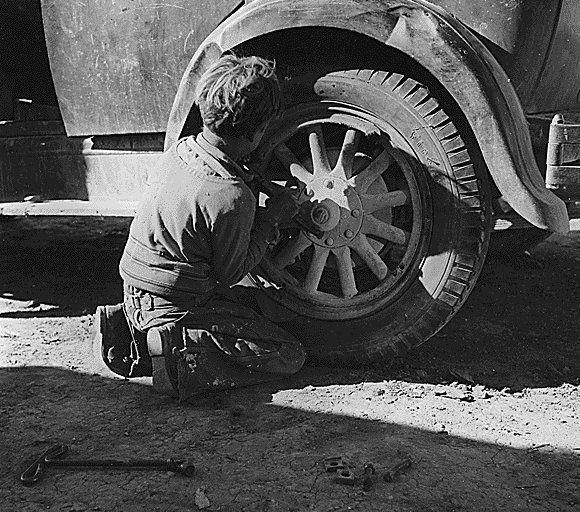 dorothea lange photographs | ... tire is another of Dorothea's photographs from the Depression