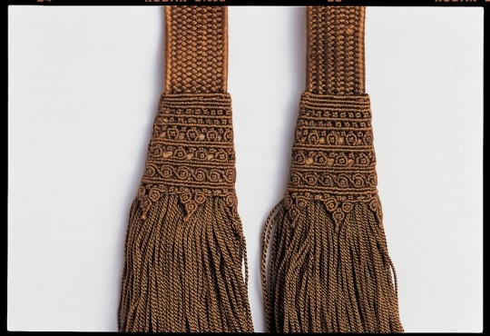 Doa (Tasseled Cord for Man's Coat), 16th century. From the tomb of Sim SuRyun(1534~1589) in Yongin. At the Gyeonggi Provincial Museum, http://www.musenet.or.kr/english/collections/show.asp?ct=6=532