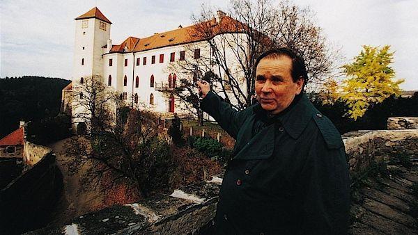 Jiří Kuběna a jeho milovaný Bítov, kde byl kastelánem a kde v 90. letech pořádal proslulá setkání básníků.
