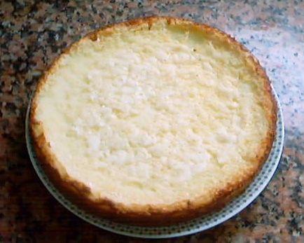 Un pastel de queso ligero y aromático. Esta es la receta original de Cheese cake Disneyland's París que tanto éxito tiene y que muy pocos han conseguido. ¡Que la disfrutes! http://www.alotroladodelcristal.com/2012/10/receta-original-de-cheese-cake.html