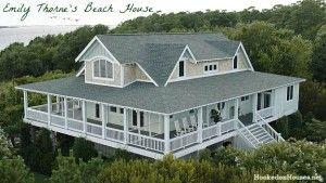 overhead view Emily Thorne's Hamptons beach house on Revenge-cvr