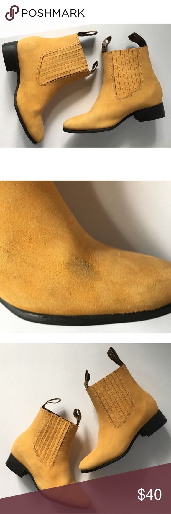 Double Pull Up Tab Womens Flat Ankle Boot Size 5.5 Timberland color/ Suede Leather, Leather insole (removable cushion heel insole), flexible shaft, hand stitched pull up straps/ size 5.5. All wear pictured. Shoes Ankle Boots & Booties