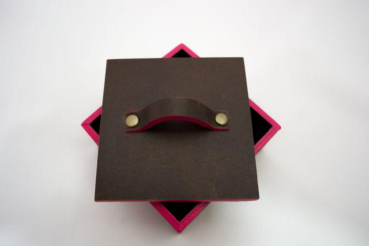 Small Leather box by. Adriana Herrera ♥